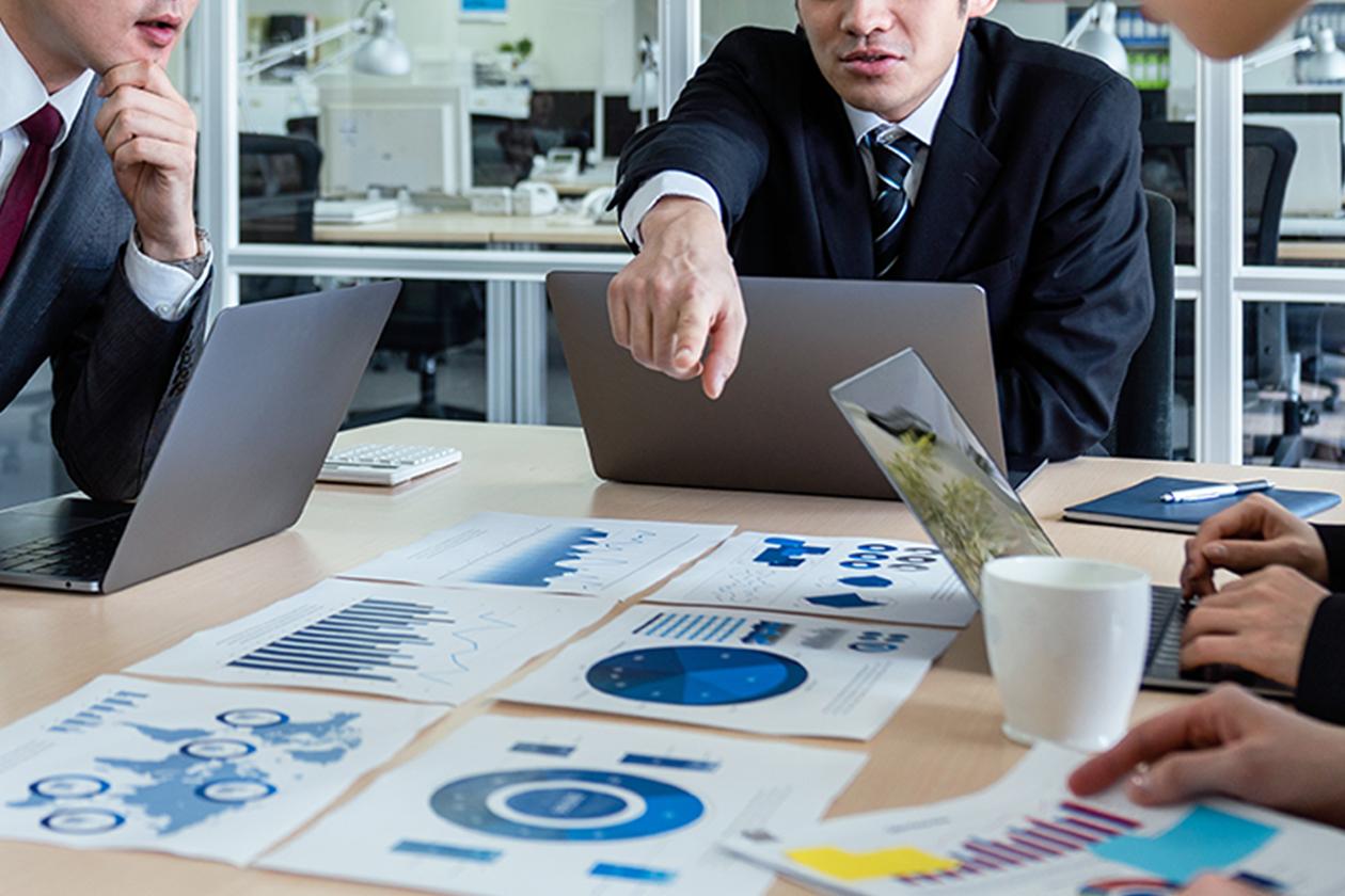 伸びてきた会社の煩雑になった業務を整理し役割分担をしたり、俗⼈的な運営でなく、システマチックな運営ができるよう、業務を整理していきます。